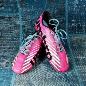 Umbro Pink/Blk Soccer Cleats Size 1.5 In EUC